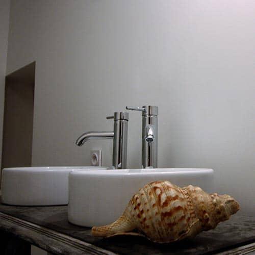 Lavabos de la salle de bains de la Ferme de Joséphine